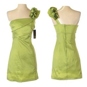 Alyn Paige NY Green Ruffle Shoulder Cocktail Dress